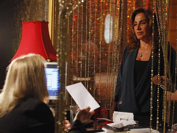 Wanda avisa que vai se esconder na Capadócia (Foto: Salve Jorge/TV Globo)