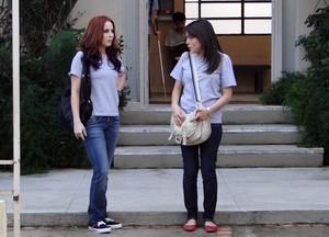 Débora se aproxima de Isabela e pergunta por Jeff (Foto: Malhação / Tv Globo)
