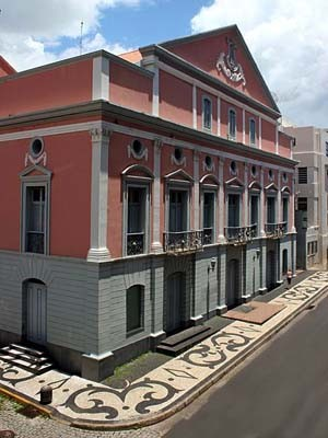 Fachada do Teatro Arthur Azevedo em São Luís (Foto: Divulgação)