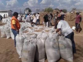 Distribuição de ração beneficiou aproximadamente 130 famílias, diz governo (Foto: Foto: Divulgação/Secom-PB)