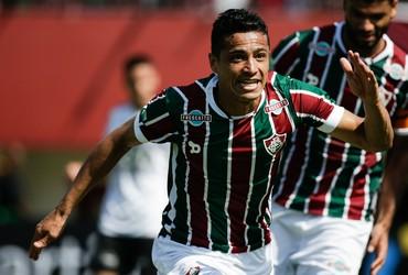 Com ajuda do Fluminense 8c7861ba8a42c