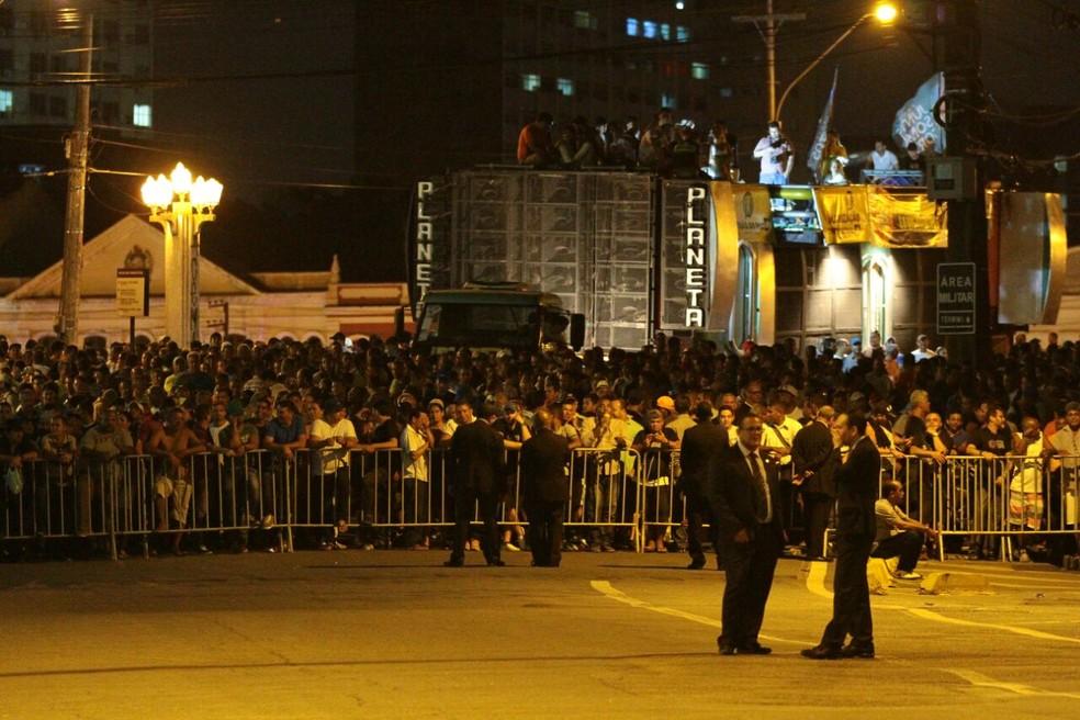 PMs e bombeiros de |Pernambuco realziaram ato na frente do palácio do governo (Foto: Marlon Costa/ Pernambuco Press)