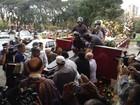 Corpo de Jair Rodrigues chega a cemitério em SP após velório