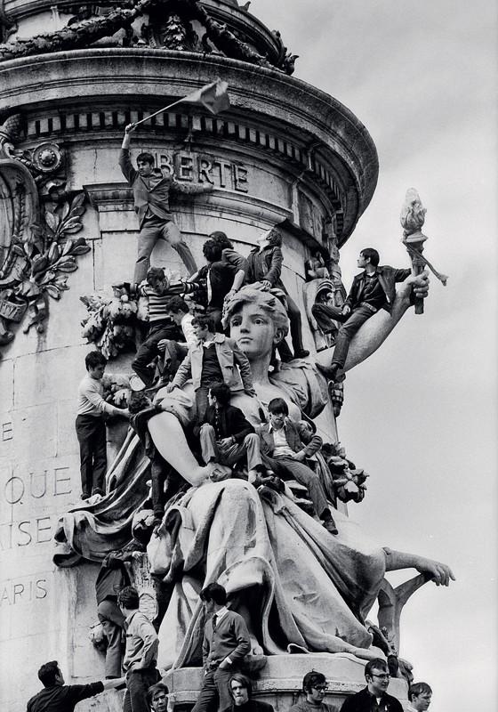 Manifestantes na praça da República,em Paris.O maio de 68 não teve mártires (Foto: GUY LE QUERREC / MAGNUM PHOTOS)