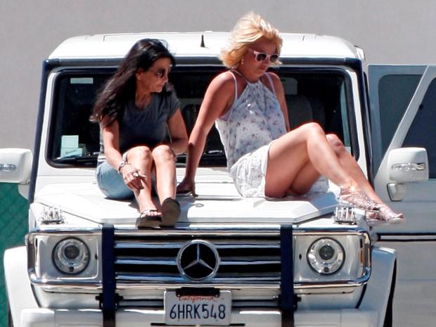 Britney Spears assiste a jogo do filho com amiga em Los Angeles, nos Estados Unidos (Foto: AKM-GSI/ Agência)