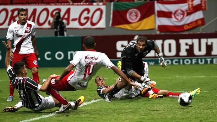 Osvaldo marca contra o Inter  (Foto: Nelson Perez / Fluminense / DVG)