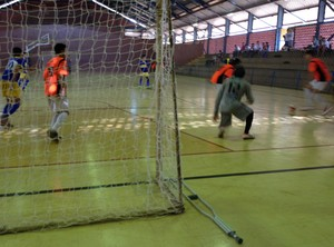 Marcos Vinícius tem má formação na perna desde que nasceu - Tocantins (Foto: Vilma Nascimento/GloboEsporte.com)