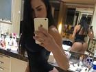 Gracyanne Barbosa faz selfie sensual no espelho e mostra o bumbum