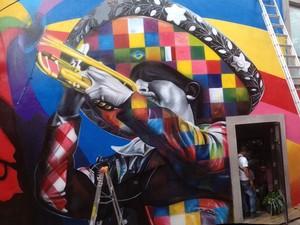 Mural 'Mariachi', pintado pelo artista brasileiro Eduardo Kobra na cidade de San Miguel de Allende, no México (Foto: Divulgação)