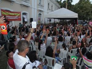 Professores votam pela manutenção da greve em São Luís (Foto: De Jesus / O Estado)