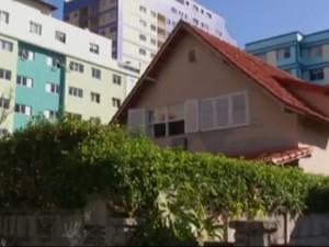 Casal estava passando uns dias nesta casa, em Teresópolis (Foto: Reprocução / Inter TV)
