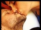 Smack! Famosos comemoram o Dia do Beijo com muitos beijos, é claro