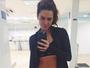 Mariana Goldfarb mostra boa forma em selfie no espelho
