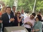 Parentes e amigos inauguram rua em homenagem a Hebe Camargo em SP