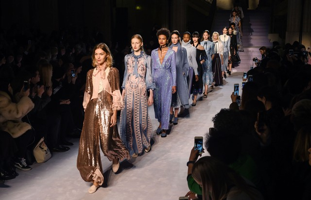 Temperley London enaltece o romantismo do inverno