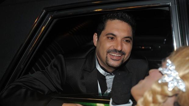 Edson chega para seu casamento (Foto: Francisco Cepeda / AgNews)