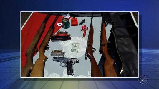 Homem é preso com armas e munições em rodovia de Itaí