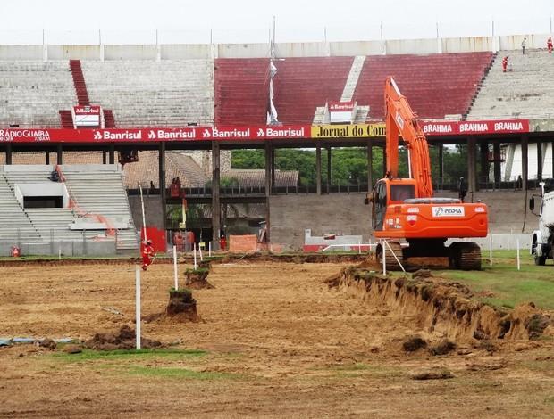 O campo de jogo ficará mais centralizado em relação ao local que está hoje (Foto: Tomas Hammes / GLOBOESPORTE.COM)