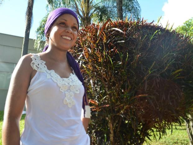 """""""Antes do transplante, eu acordava de manhã e parecia que tinha passado um trator em cima de mim. Hoje eu estou ótima"""", diz Pâmela (Foto: Gabriela Castilho/ G1)"""