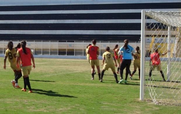 Time feminino do XV treina no Barão de Serra Negra (Foto: Divulgação )