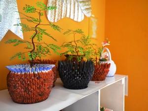 As peças são produzidas pela artesã e por detentos da penitenciária  (Foto: Neidiana Oliveira/G1)