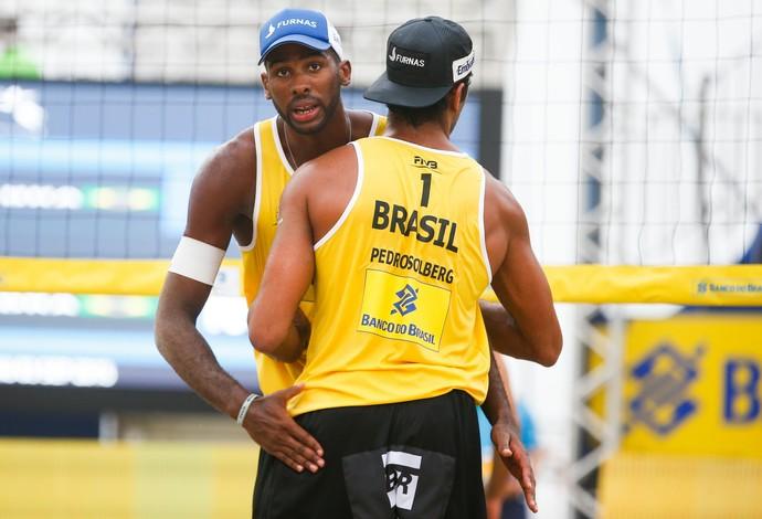 Evandro e Pedro estão juntos desde o ano passado no vôlei de praia (Foto: Divulgação/FIVB)