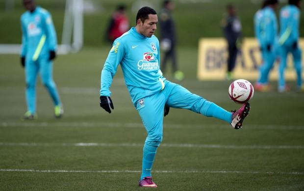 Adriano brasil treino (Foto: Agência AFP)