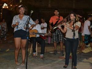 Acampamento do Cocó recebeu apresentação musical na noite de domingo (11) (Foto: André Teixeira)