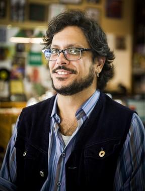 Lúcio Mauro Filho caracterizado como Roney Romano para a nova temporada de Malhação (Foto: Globo/João Miguel Júnior)