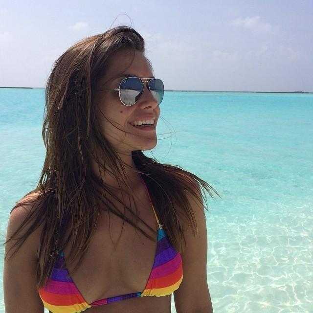 Michel Teló e Thais Fersoza curtem férias em cenário paradisíaco