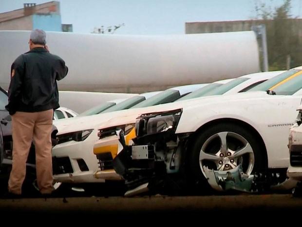 Camaros destruídos no Porto de Rio Grande RS (Foto: Reprodução/RBS TV)