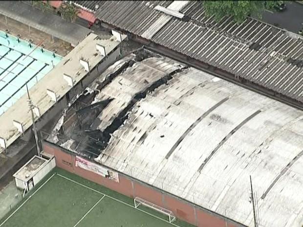 Ginásio do clube ficou danificado (Foto: Reprodução / TV Globo)