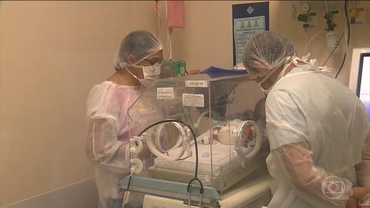 Jovem tem morte cerebral e é mantida viva para dar à luz a dois bebês