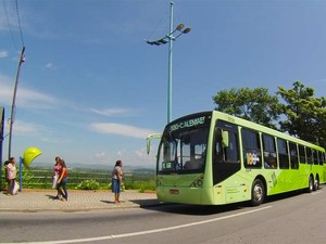 Ônibus da Expresso Maringá, em São José dos Campos (Foto: Renato Ferezim/G1)