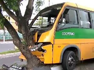 Segundo testemunhas, motorista dirigia em alta velocidade (Foto: Reprodução TV Amazonas)