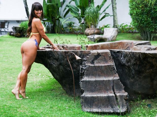 Carol Dias posa de bioquíni para fotos (Foto: Manuela Scarpa e Marcos Ribas/ Foto Rio News)