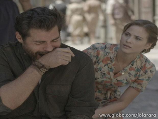 Toni desaba ao saber da morte de Gaia e Giuseppe (Foto: Joia Rara / TV Globo)