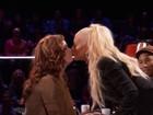Christina Aguilera dá beijão em concorrente do 'The Voice'