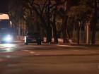 Motorista fica parado em carro no meio da Avenida Carlos Luz, em BH
