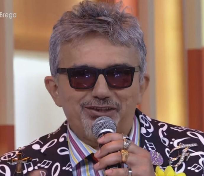 Falcão canta sucesso no Encontro (Foto: Tv Globo)