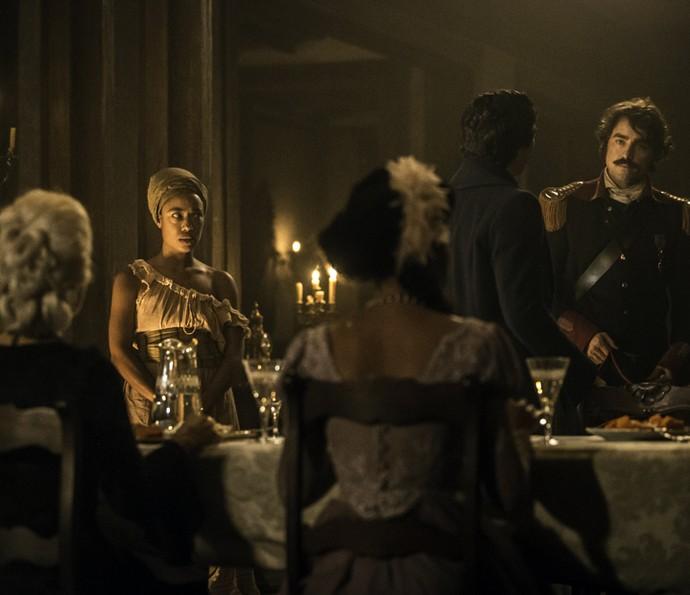 Dionísia convida Tolentino para jantar (Foto: Felipe Monteiro/Gshow)