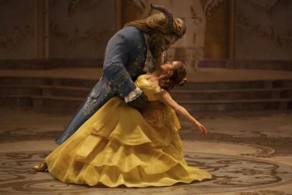 A atriz Emma Watson em cena de 'A Bela e a Fera' (Foto: Divulgação)