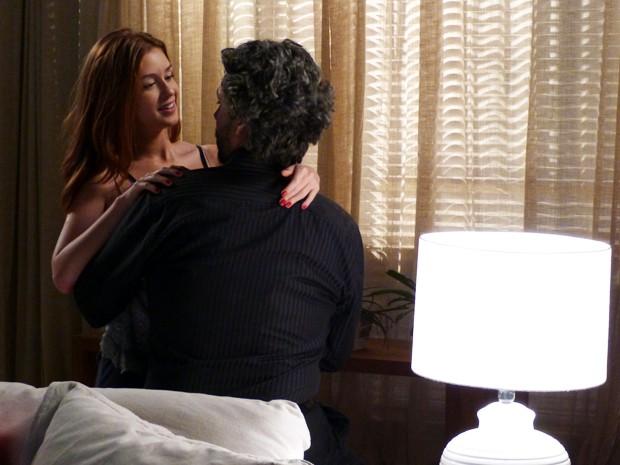 Ela não acredita no convite de Zé Alfredo (Foto: Império / TV Globo)