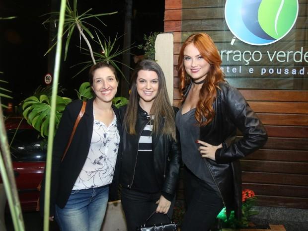Renata Augusto, Nina Frosi e Ellen Rocche com amiga em festa na Zona Oeste do Rio (Foto: Daniel Pinheiro/ Ag. News)