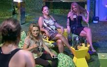 ... e Susi tira onda com 'crianças' na cama cedo (Big Brother Brasil/TV Globo)