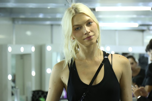 Aline Weber - Backstage do Elle Fashion (Foto: Roberto Filho / BRAZIL NEWS)
