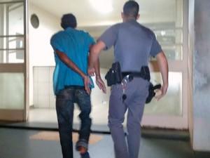 Pedreiro é preso após bater na esposa em Piracicaba 2 (Foto: Valter Martins/Piracicaba em Alerta)