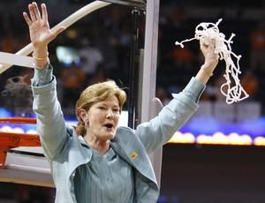Pat Summitt na comemoração de um de seus oito títulos nacionais (Foto: Reuters)