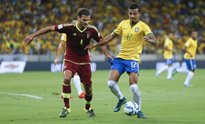 Oswaldo Vizcarrondo Luiz Gustavo Brasil x Venezuela (Foto: AP)