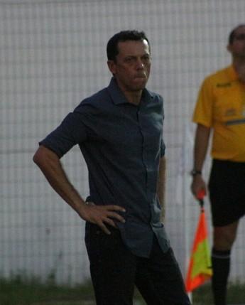Fernando Tonet, técnico do Parnahyba  (Foto: Wenner Tito)